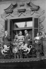 Princess Irene and Carlos Hugo standing at the balcony, 1968.