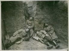 Soldiers sleeping in the bunker during Tyskland war.