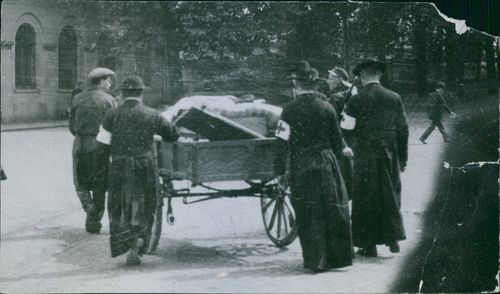 Soldiers pulling the chariot during German invasion of Belgium, 1914.