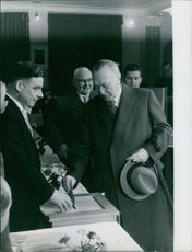 Konrad Adenauer dropping letter in box.
