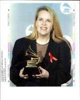 Mary-Chapin Carpenter is all smiles at the 37th Annual Grammy Awards.