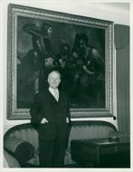 Gunnar Hedlund, Center Party leader in front of a large oil painting