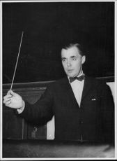 Portrait picture of Sixten Ehrling taken in connection with an orchestra rehearsal at the Opera.