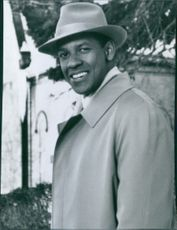 "Portrait of Denzel Washington, smiling, from the movie ""The Preacher's wife"", 1996."