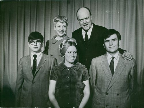 Former US Secretary of Defense Melvin Laird is seen in a family photo with his family member, both of them are smiling
