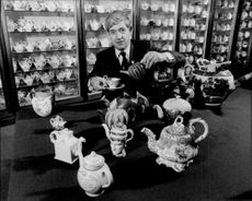 The Norwich Castle Museum has opened a teapot department with 2 600 teapots. Here you can see Sam Twining with some of the jars