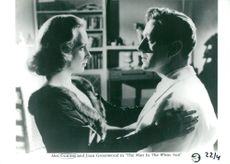 """Actors Joan Greenwood and Alec Guinness in the movie """"The Man in the White Costume"""""""