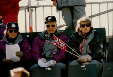 Queen Sonja and Gerhard Heiberg, and Mrs, are watching cross-country skiing on the Birkebeinerrennet