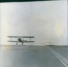 A view of the power plane rising from the runway.