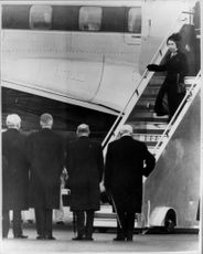 Queen Elizabeth arrives at the airport