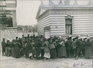 1912 People gathered together in front of a building and communicating with each other during Balkan War.