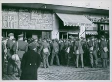 QUEUEING UP FOR GRACIE November 19, 1930