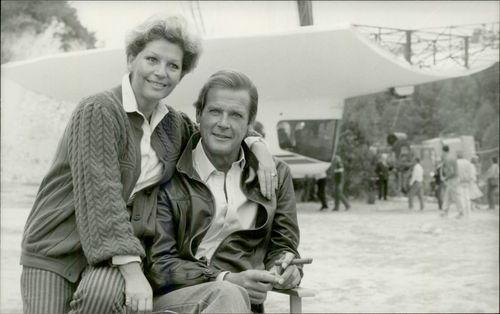 """Roger Moore and his wife Luisa during the recordings of the James Bond movie """"Live Scoreboard"""""""