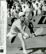 German tennis player Bungert returns a smash from Janne Lundqvist during Davis Cup 64. In the background, Cristian Kuhnke