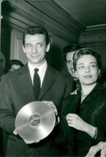 Yves Montand and Simone Signoret with an Odeon disc