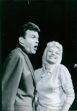 Georges Ulmer screaming with her daughter Laura Ulmer.