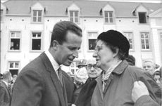 Baudouin meeting with people.