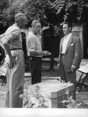 Duke of Windsor talking with people.
