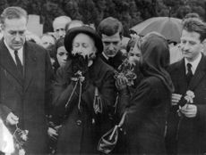 People mourning at funeral of Vincent Auriol.