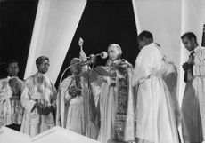 Pope Paul VI standing on stage and giving speech.