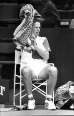 Henrik Holm with the towel over his head during the Stockholm Open 1992