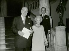 Prince Bertil walks together with Princess Lilian on his way to the Olympic dinner.