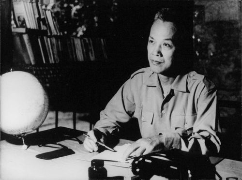 Nguyen Huu Tho at his desk, in office.