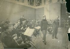 Eva Berglund performs with the first military music year in Lötskolans aula in Sundbyberg