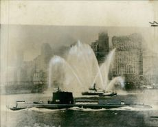 New York welcomes USS Nautilus (SSN-571).