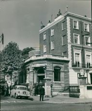 The national bank in gloucester gardens.