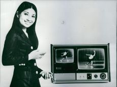"""A new TV """"Memory Vision"""" is being advertised by female model that can """"FREEZE"""" vision."""