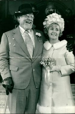 Burl Ives with Dorothy Koster.