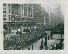 Soldiers marching together in the street during Tyskland War.