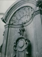 "A view of the Manneken Pis, Brussels. 1945   ""Manneken Pis, Brussels"""