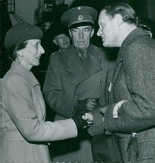 German minister Thomsen greets Louise Mountbatten during exhibition in Gothenburg. In the middle Count Folke Bernadotte grew