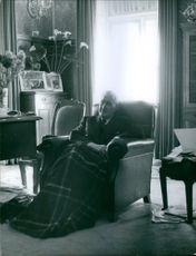 António de Oliveira Salazar sitting on the couch. 1962.