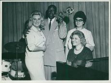 """Diana Miller group with Nelson """"Cadillac"""" William on 1 June 1962."""