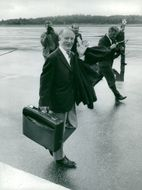 Gunnar Hedlund, Center Party Leader at the airport