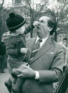 Denis Healey gets nosed in the nose of the grandchild Tom Copsey in Saint James's park