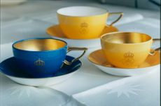Queen Silvia of coffee and tea cups on the new linen cloth, a total composition of Karin Björquist
