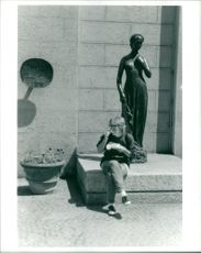 Munch Germany: lunch with julia a bronze sculpture.
