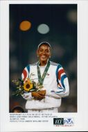 Marie Jose Perec with his gold medal at the Olympic Games in Atlanta in 1996