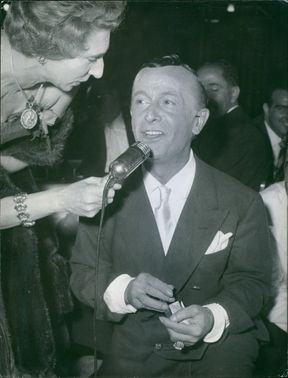 Roman dressmaker Emilio Federico Schubert interviewed during a gala night in 1960.