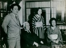 Viscount Saito Makoto with her husband and memberss of their family.