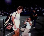 Tennis player Mats Wilander is photographed as he leaves the plan with his bag during the US Open 1989