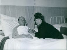 Renata Tebaldi photographed with a man in hospital. 1960