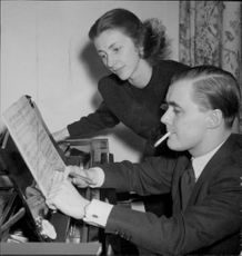 Sixten Ehrling together with his wife Gunnel at home on Jungfrugatan.