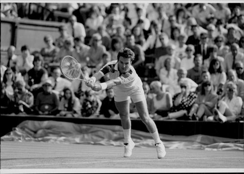 Jimmy Connors in action against Luis Herrera in Wimbledon