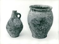 Maritime Museum: Wreckage, two pots of earthenware from the 18th century