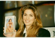 Cindy Crawford lanserar sin gympa video